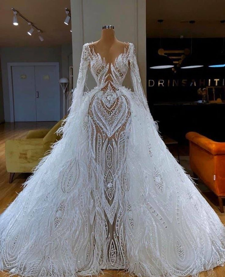 Pin by Elmica Lauriant on Dress to intimidate   Ball gowns ...