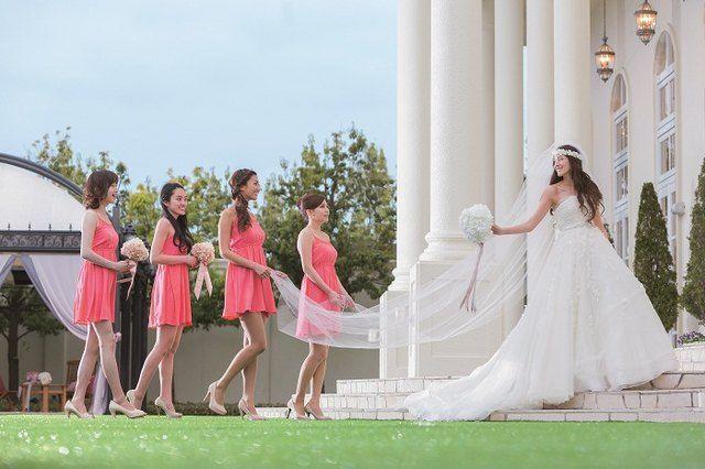 結婚式場写真「ブライズメイドと一緒に