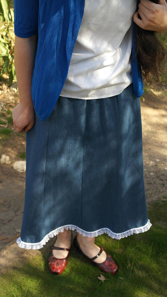 Denim gore skirt with lace trim