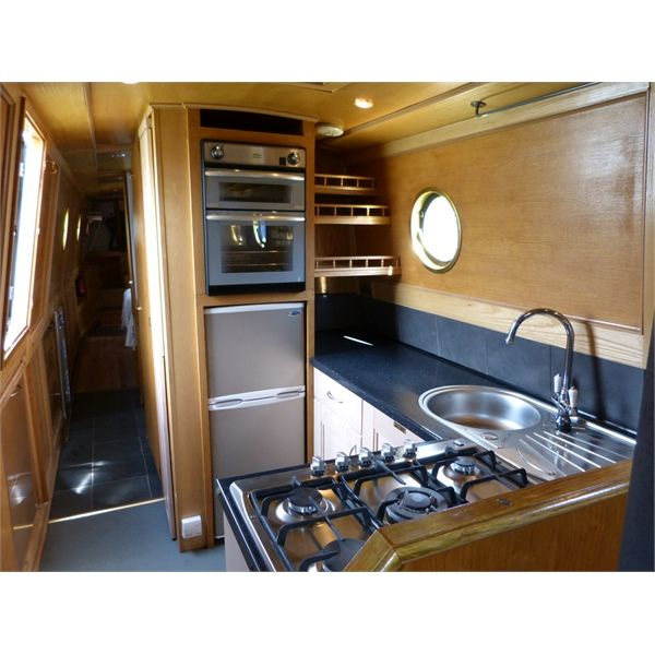 Wandering Star £47,500 57ft (17.38m) Trad-stern Narrowboat 2004 Hull by Mike Christian / Fit-out by AndrewThacker (2008) HULL: Original thicknesses:...
