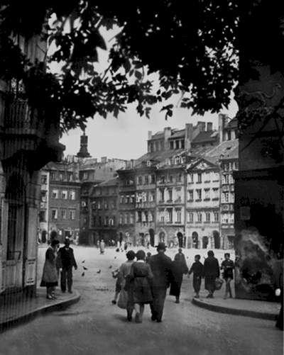 Warszawa Przedwojenna.Wejście na rynek od strony Zapiecka.