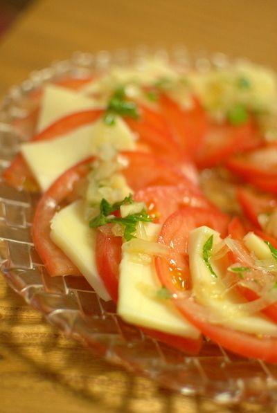 トマトのカプレーゼサラダ しそ玉ねぎドレッシング by のんのん(永木 ...
