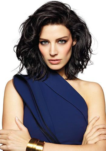 Jessica Paré, Kibbe Soft Dramatic. Striking facial features, strong/angular facial contours with some lushness. Definitely can pull off glamorous jungle cat.