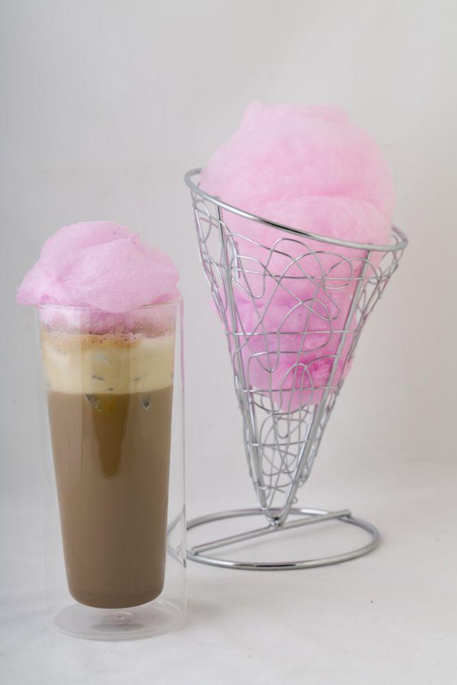 Combina el delicioso sabor del algodón de azúcar con un refrescante café helado.