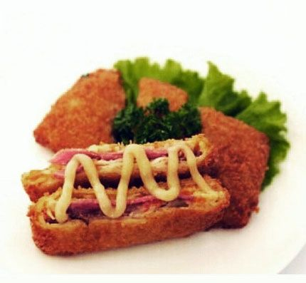 Risolles Smoke Chicken  Rp 12.000/pc BEKU/ GORENG • Risolles Oma Londo Cafe JL. MH. THAMRIN no. 36 SEMARANG • Further information & delivery order: 0881 247 6000 08511 345 6000 (call only) BB PIN : 7E55E05D • Melayani pengiriman kota2 besar di Pulau Jawa.