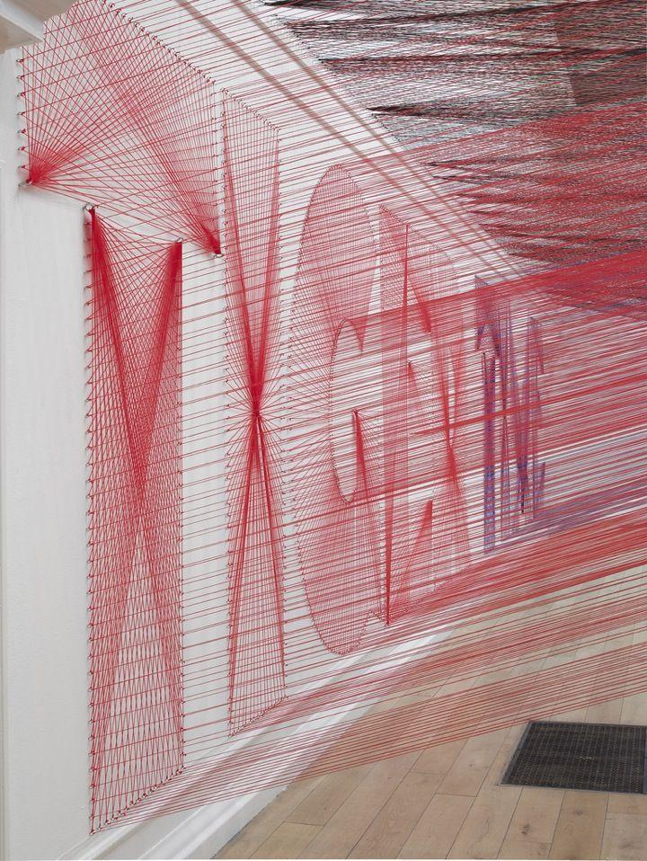 Proyecciones en el espacio analogo. Los Angeles-based artist Pae White merges art, design, craft and architecture.
