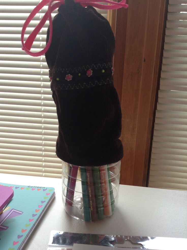 I made this pencil case for school! All you need is fabric, a shoe lace, a hot glue and a water bottle cut in a quarter.