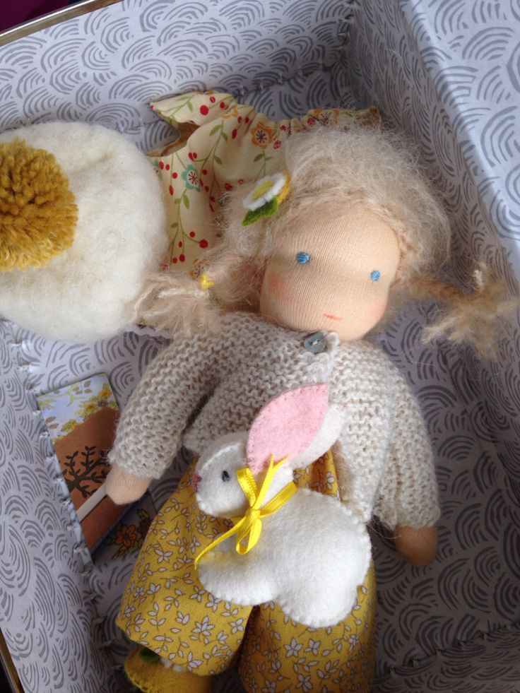 Little suitcase doll made by Else Besjes