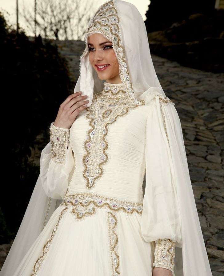 Long Sleeve Muslim Wedding Dress Gowns Crystals Luxury Hijab Dresses Line Dubai
