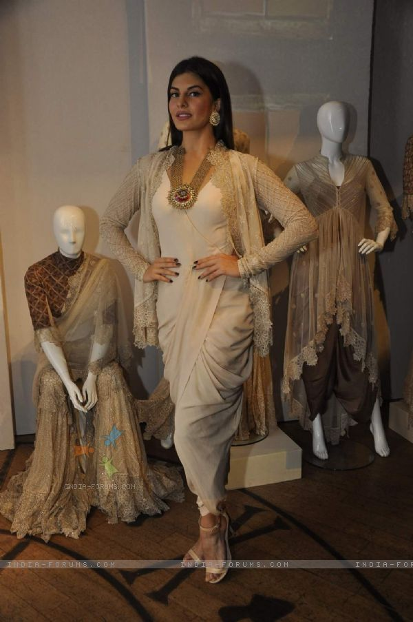 Jacqueline Fernandes poses for the media at the Grand Finale of Lakme Fashion Week 2015