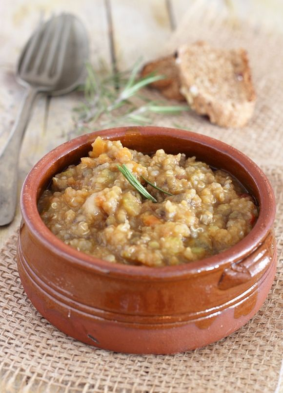 Zuppa di quinoa e legumi