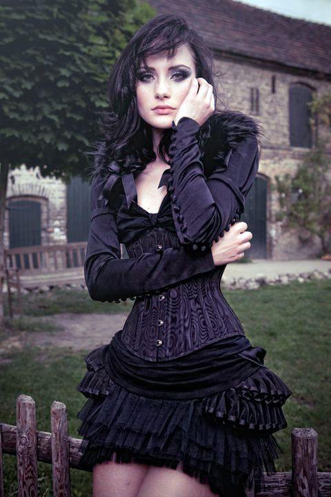 les 2915 meilleures images du tableau 39 39 gothics 39 39 sur pinterest beaut gothique filles. Black Bedroom Furniture Sets. Home Design Ideas