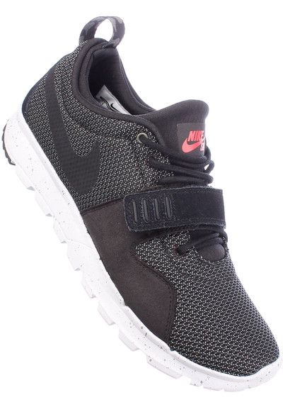 The #Nike SB #Trainerendor is a stylish #sneaker with a #classic #runner silhouette and numerous great features. The synthetic is very soft and flexible, and offers an excellent fit, which can be adjusted by an additional Velcro-strap over the lacing. #titus #onlineshop #skateshop