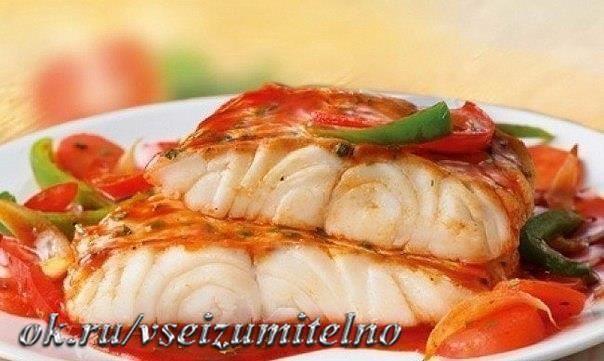 """ТОП-5 РЫБНЫХ РЕЦЕПТОВ ДЛЯ УЖИНА 1. Рыба """"по-французски"""" на ужин ИНГРЕДИЕНТЫ: ● Филе рыбы - 500 г (у нас судак) ● Помидор - 1 шт ● Натуральный йогурт - 1 ст. л ● Сыр нежирный - 75 г ● Соль, перец - по вкусу ПРИГОТОВЛЕНИЕ: Рыбу нарезать небольшими кусочками. Посолить, поперчить, оставить на 15-20 минут. Выложить в форму. Следующим слоем идут нарезанные кружочками помидоры. Далее смазываем йогуртом. Натираем на мелкой терке сыр. Выкладываем последним слоем. Отправляем в духовку на 30-40 минут…"""