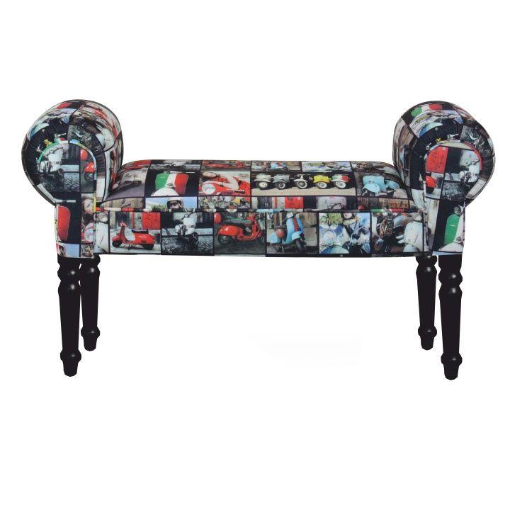 Lavica spájajúca retro vzory s barokovými prvkami a bude unikátnym dizajnovým prvkom vo vašich domácnostiach. Skrášlite si ňou predsiene, obývacie izby prípadne pracovne. Nohy lavice sú z masívneho dreva a sú ozdobne vyrezávané.
