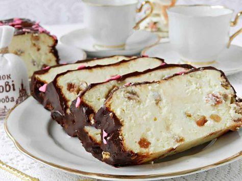 """Cheesecake-ul """"Lvov"""" este cartea de vizită a orașului și mândria localnicilor, fiind preparat în toate cofetăriile și patiseriile din oraș. Acest desert de brânză este foarte rafinat, delicios, foarte umed și suculent. Pentru prepararea acestui deliciu trebuie să folosiți brânză foarte grasă, cu cât conținutul de grăsime este mai scăzut, cu atât cheesecake-ul este mai …"""
