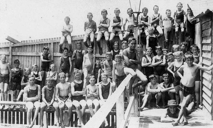 Wynnum Baths, Brisbane, 1920 - Large group of boys pose at the Wynnum Central Tidal Baths on Jetty No. 2