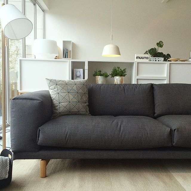nu in onze showroom te zien de 3 zits rest sofa van muuto. Black Bedroom Furniture Sets. Home Design Ideas