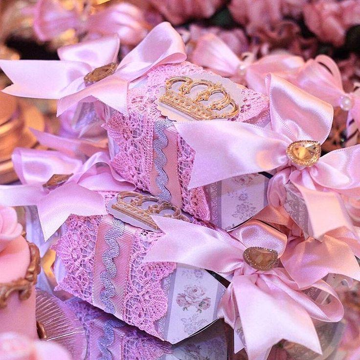 """""""Tema Princesa para Isabella Decoração Candice Fragoso Buffet #decorfestas Fotografia @veruskatoledo_fotografia Filmagem @estudiobis Lembranças @vivartt…"""""""