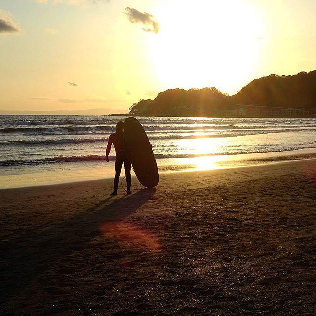 【yujiusui】さんのInstagramをピンしています。 《今日も一日お疲れさまでした✨ #サーフ #サーフィン #波乗り #波 #海 #風景 #景色 #夕焼け空 #夕暮れ時 #由比ヶ浜 #鎌倉  #surf #surfing #waves #sea #landscape #scene #scenery #sunsetsky #sunset #sunsetbeach #yuigahamabeach #kamakura》