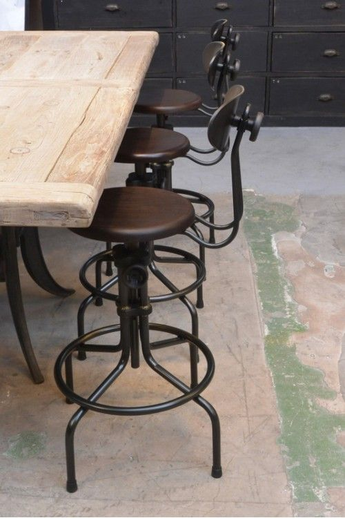 les 25 meilleures id es tendance tabouret de bar industriel sur pinterest tabourets de bar. Black Bedroom Furniture Sets. Home Design Ideas