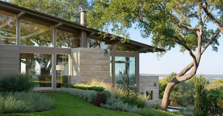 Дом из известняка на холме в Техасе \ Architecture  Архитектурная студия Lake Flato из Сан-Антонио спроектировала частный дом с прекрасным видом в г. Остин, Техас.
