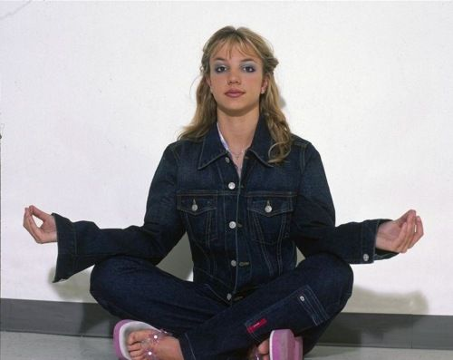 This doesnt even need a funny caption. Its Brittany in fat sandals, a jean jumpsuit, and sitting in a yoga position. Its not helping Brittany...its NOT helping!