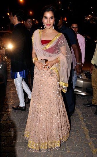 Sophie Choudry In A Light Pink Embellished Manish Malhotra #Lehenga.