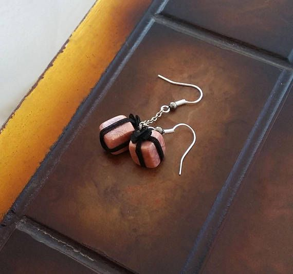 Copper gift box miniature earrings decorated with black