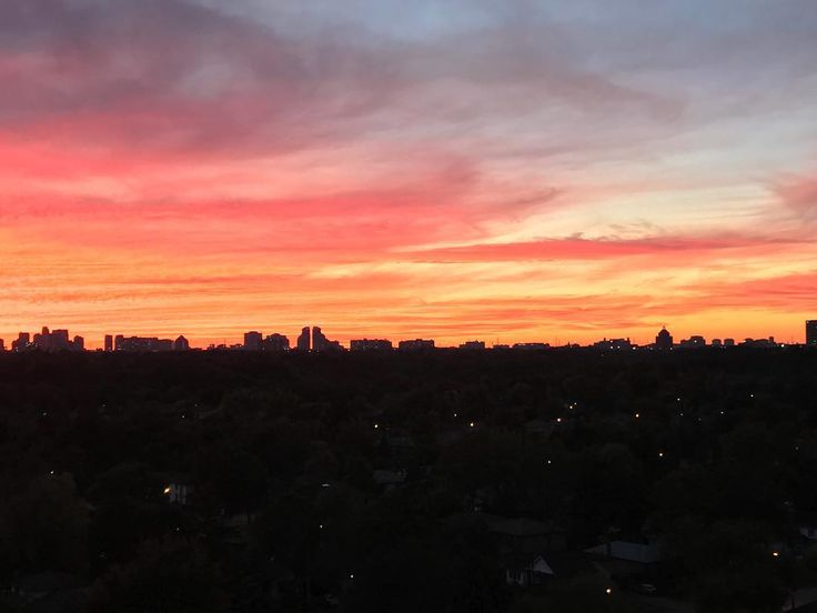 Sunset tonight   #Toronto #Ontario #Canada  . . .  #Scarborough #torontoigers  #The6ix  #lakeontario #travel #torontophoto #urbanexplorer #torontolife #picoftheday #torontophoytography #toronto_insta #torontoisland #torontophotographer  #igerstoronto #lovetoronto #torontostyle #torontolove #torontoliving #exploretoronto #DiscoverON #iphonography #shotoniphone