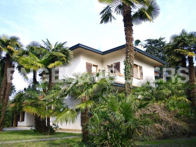 Facciata esterna d'ingresso - villa singola con parco secolare - case da sogno