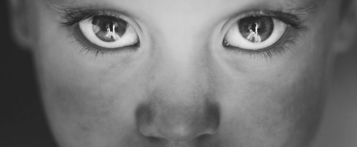 Staring into someone's eyes for 10 minutes induces an altered state of consciousness - ScienceAlert