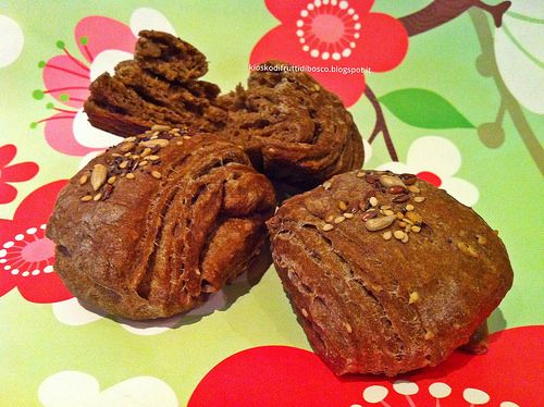 Kiosko di frutti di bosco: Saccottini di pane nero sfogliati