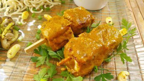 Brochetas de tofu con sasla Satay de cacahuete