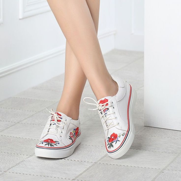 College Women'S Causal Sport Flower Lace Up Embroider Ethnic Trend Athletic Shoe