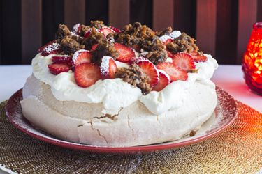 Christmas pavlova pudding