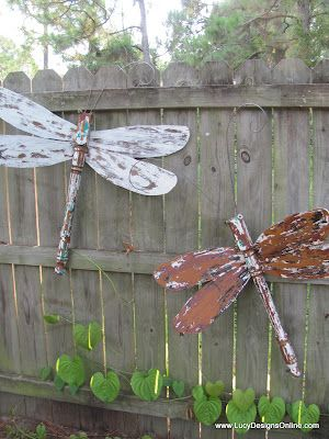 DIY Garden Art...Take old wooden ceiling fan blades when the fan quits