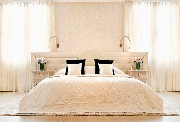 Luxurx bedroom http://szarazepiteszetidesign.cafeblog.hu/2014/09/27/egy-luxus-kastelyi-stilus-angliaban/