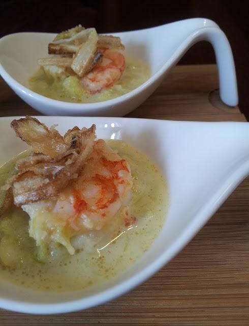 Zuppa di porri e gamberoni, anche per un finger food