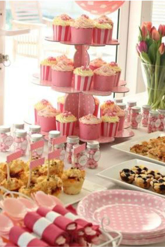 que tu mesa de postres sea el centro para lucir tu decoracin arregla los cupcakes baby shower