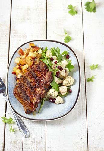 Bouts de côtes, pommes de terre au four et chou-fleur en salade