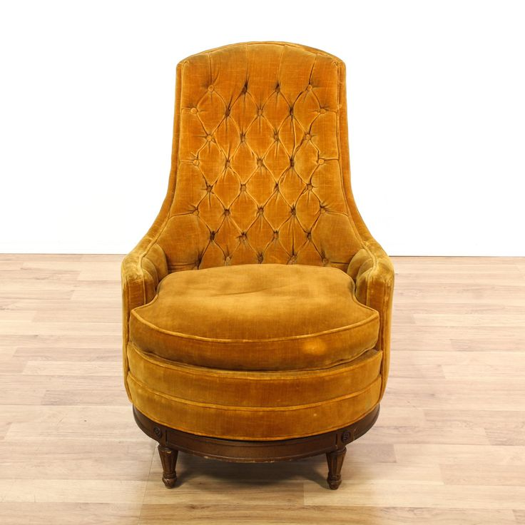 This armchair is featured in a solid wood with a glossy mahogany finish. This American traditional style accent chair has an orange upholstered tufted back, round seat cushion, and carved tapered legs. Perfect for the living room! #americantraditional #chairs #armchair #sandiegovintage #vintagefurniture