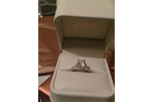 Have You Seen the Ring?: Jareds Bridal Set - 1.33 ct Round Cut. Used Engagement Rings, Sell Engagement Rings, Pre-owned Engagement Rings, Preowned Engagement Rings, Discount Diamonds, Diamond Sale, Princess Cut Diamond, Pre owned Engagement Rings, how to sell engagement ring, Used Diamonds, loose diamonds