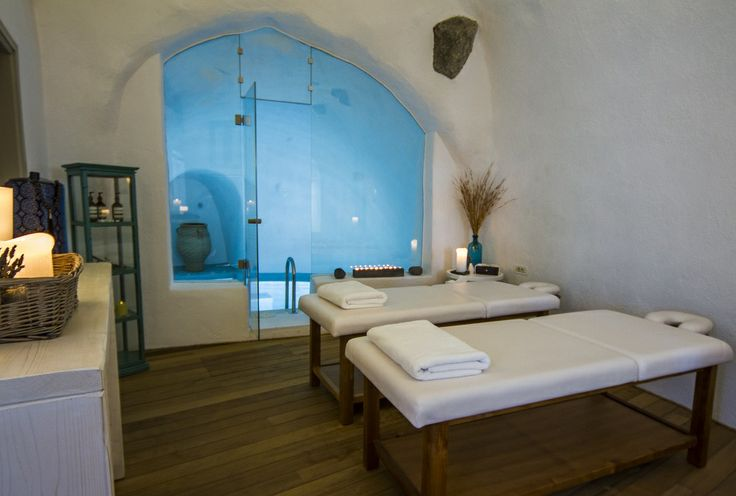 What could be more romantic than a soothing and relaxing couples massage, before a dip in a heated and jetted grotto pool?