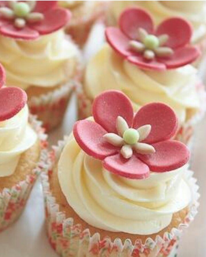 Cup cakes with flower toppers