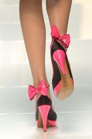 Женская обувь на очень высоких каблуках