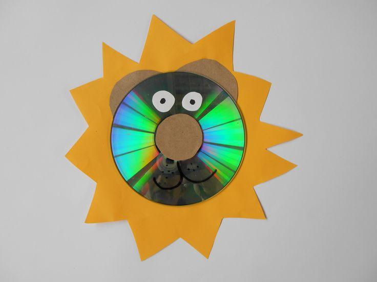Hacer un león con un CD. // Making a lion with an old CD.  L.P.J.V.