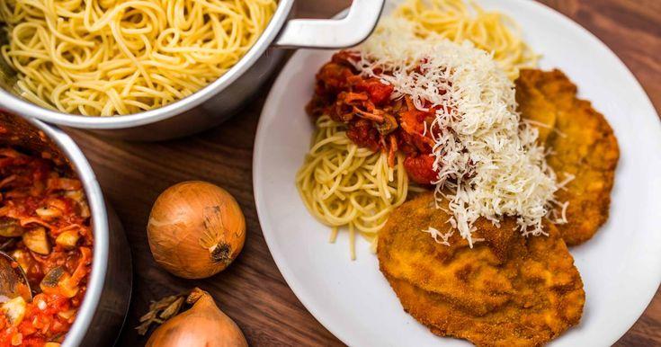 Mennyei Milánói sertésborda recept! Ez a Milánói sertésborda recept egy igazi klasszikus, amivel jóllakhat az egész család! Kiadós, klasszikus fogás! Próbáld ki Te is ezt a Milánói sertésborda receptet! Több olvasónk jelezte, hogy ebben a receptben nincs sertésborda, ezért leírjuk, hogy a bordacsonton a karaj nevű hús van. Azaz a sertésborda húsa a karaj. Mivel a klasszikus Milánói sertésborda receptben nincs bordacsont, így azt ne keresse senki. Karaj van a receptben, ami a sertésborda…