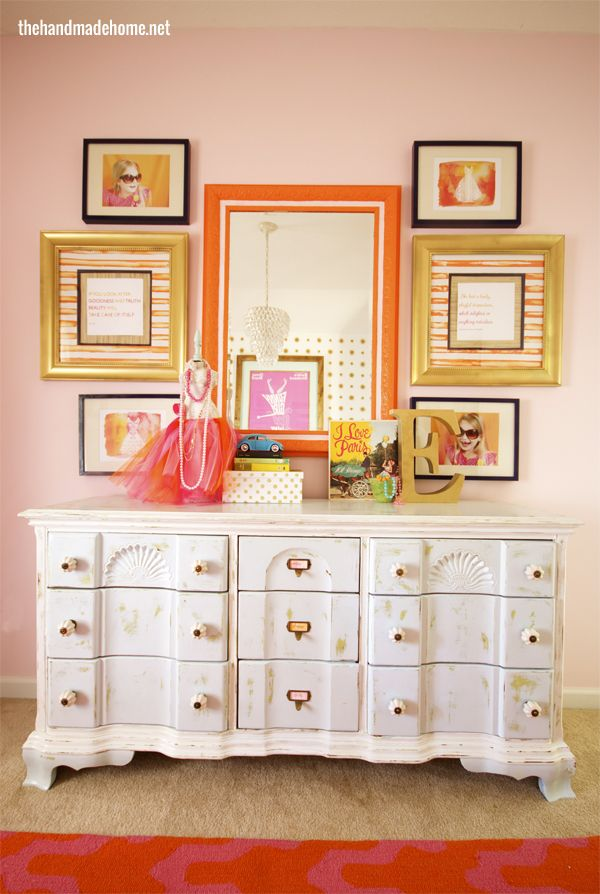 I love the pink, orange and gold combination. Just what I was thinking for her room. Mom chose artwork and quotes to reflect the her girl's personality. Fantastic.
