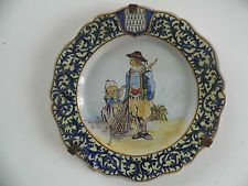 ancienne assiette quimper porquier breton pêche  armoirie blason
